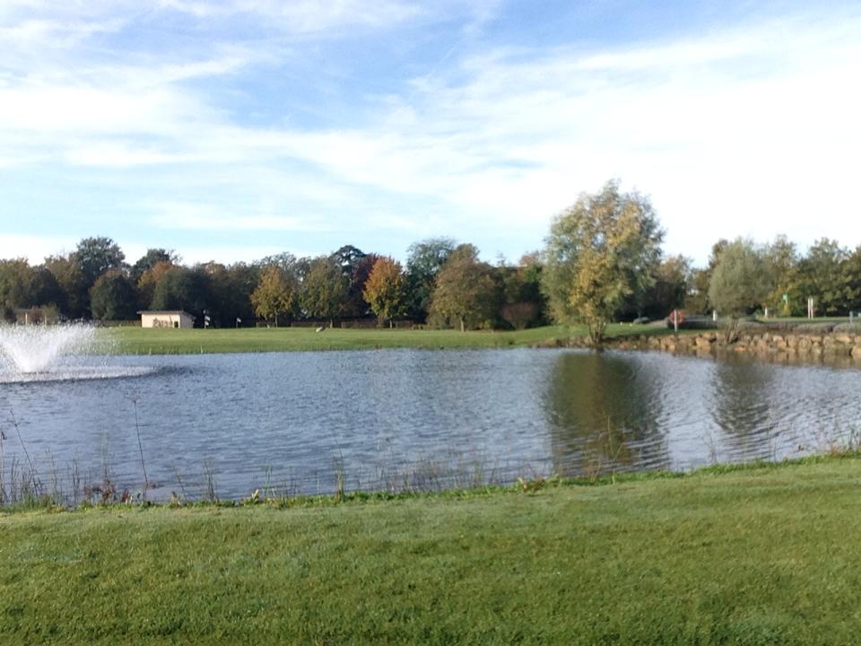 Es ist schonmal echt schön hier im Golf Club Clostermanns Hof. Ich glaube es wird ne schöne Runde :)