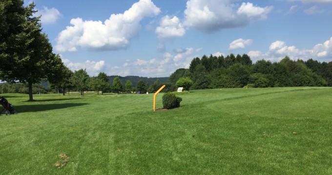 Gut Heckenhof Golf-Resort - Abschlag gelbe Schleife